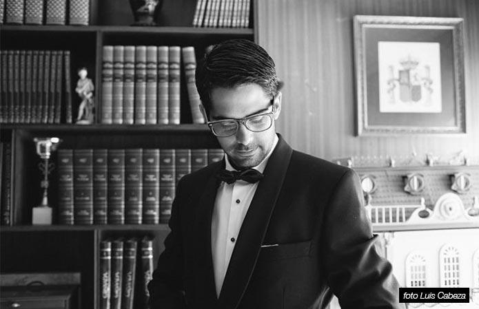 Un novio con gafas www.weddingpassion.es-foto-Luis cabeza 691x449