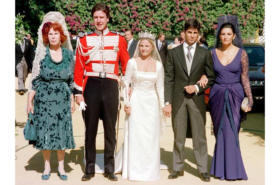 Normas para las madrinas de boda con mantilla Eugenia Martínez de Irujo con Fran Rivera 961 × 634