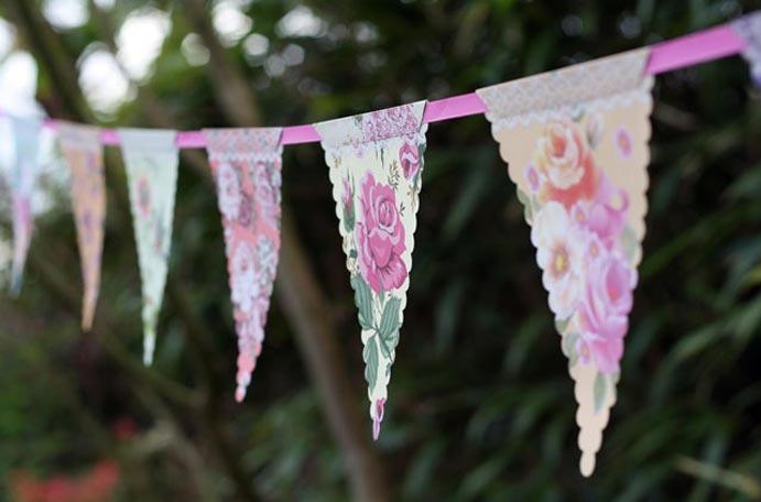 Tu boda en una finca www.weddingpassion.es banderitas finca 691x456