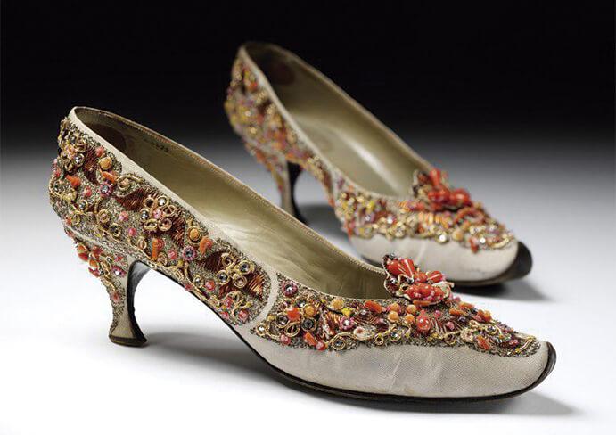 zapatos-para-novia-con-pedreria-691x488