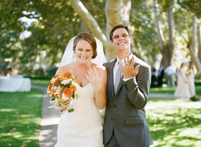 pareja-sonriendo-boda-691x506