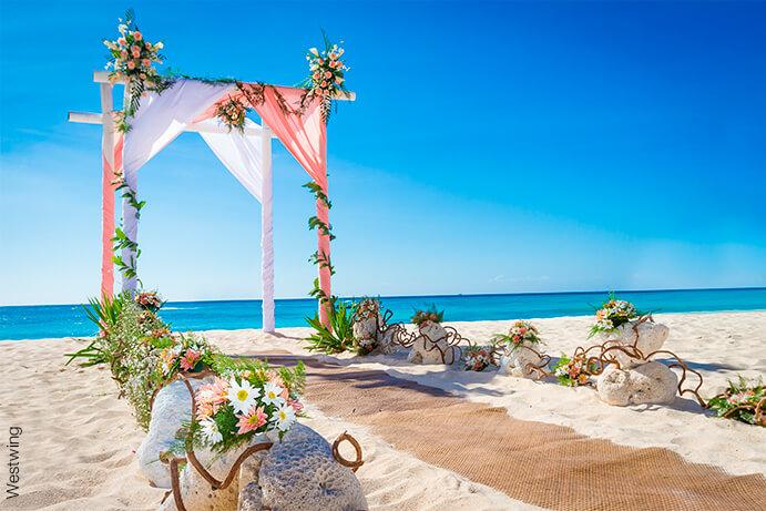 bodas-en-la-playa-691x46