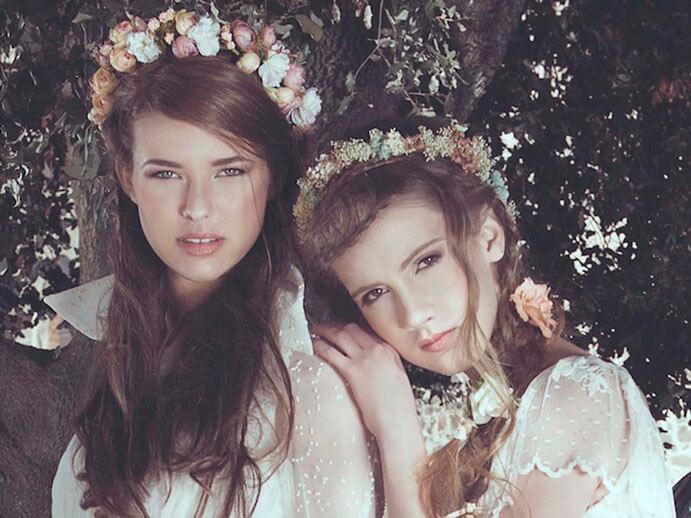 tocados-de-flores-la-invitada-perfecta-Lito-y-Lola-691-x-518