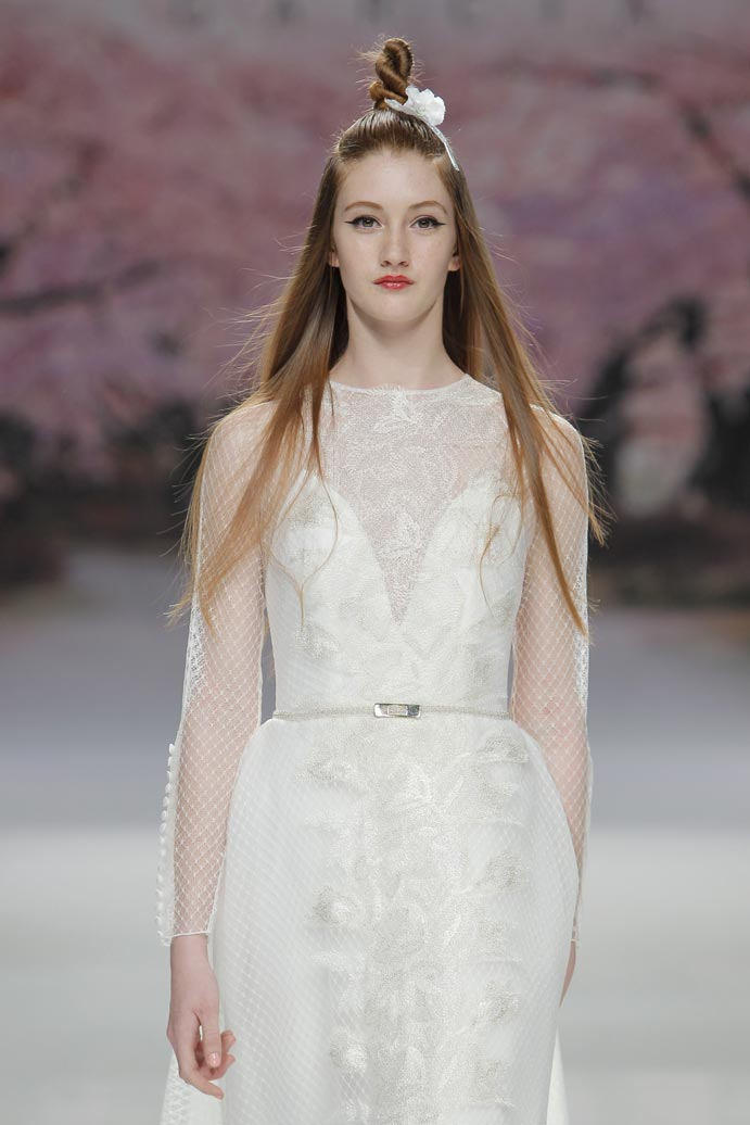 LLUVIA-DE-TENDENCIAS-www.weddingpassion.es-Barcelona-Bridal-Fashion-Week-Inmaculada-Garcia-02