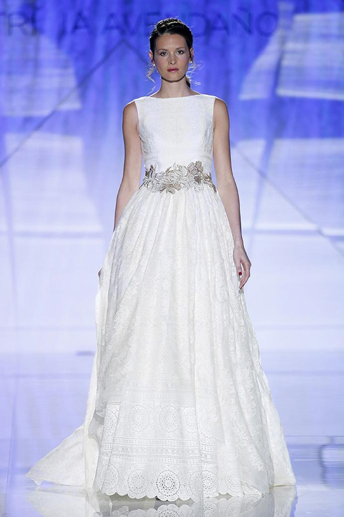 LLUVIA-DE-TENDENCIAS-www.weddingpassion.es-Barcelona-Bridal-Fashion-Week-patricia-avedano-04