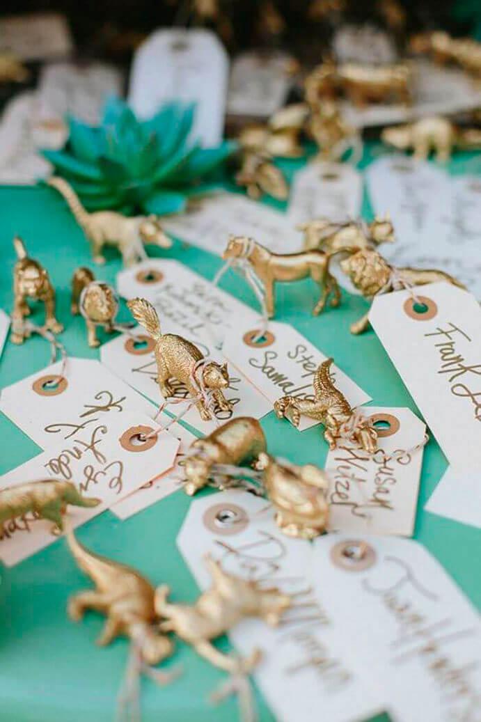 meseros-originales-para-bodas-691x1037