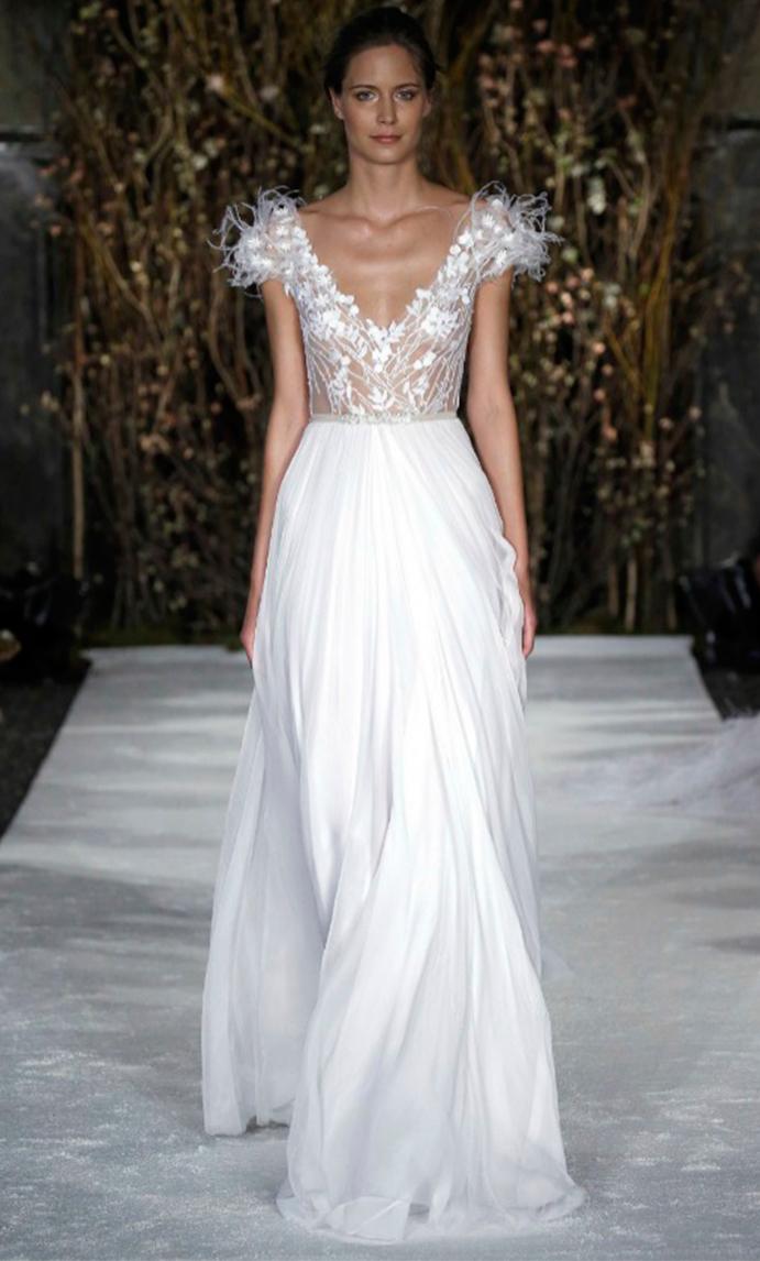 si a las novias con plumas www.weddingpasion.es-foto-Mira-Zwillinger-plumas-691x1146..jpg