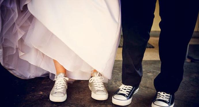 casate-como-quieras-www.weddingpassion.es-foto-via-www.worspitenoivas.blog_.br-boda-converse-691x373.jpg