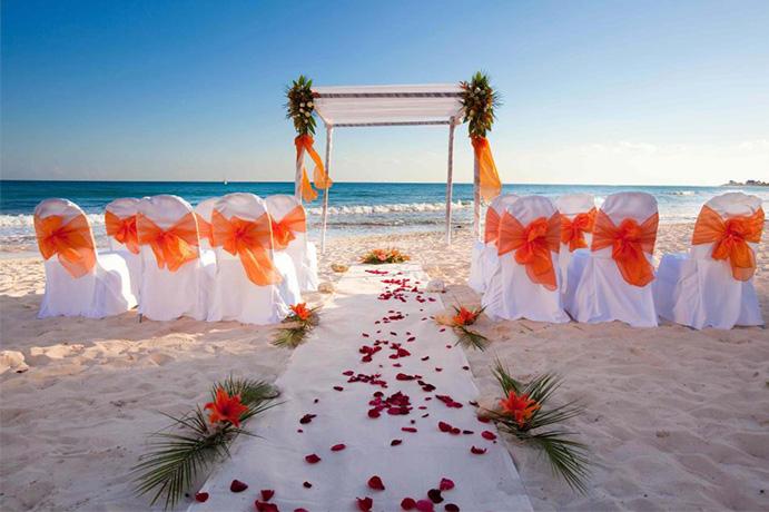 ¿Qué llevar para una boda lejos de casa? hotel-meridional-boda-playa- 691-x-460-.jpg
