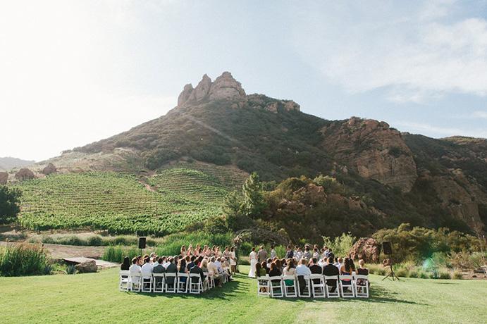 que-llevar-para-una-boda-lejos-de-casa-www-weddingpassion-es-foto-via-lizmooredestinationweddings-com-691-x-460