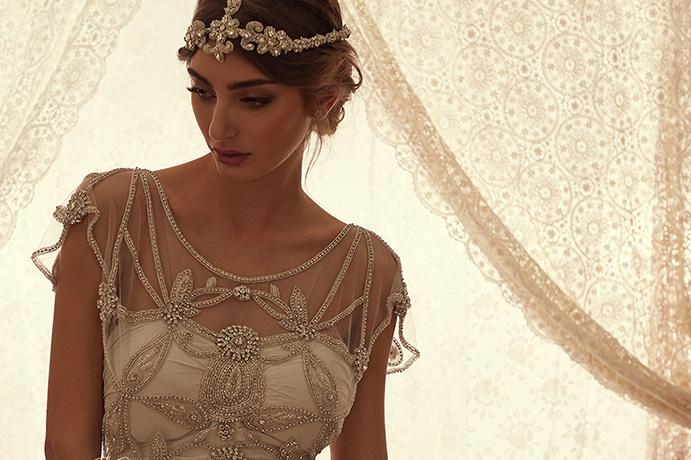 que-llevar-para-una-boda-lejos-de-casa-www-weddingpassion-es-via-anna-campbell-691-x-460.jpg