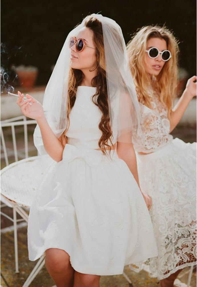 yo me caso con vestido corto de novia www-weddingpassion-es-inmacle-dos-novias-691x1003