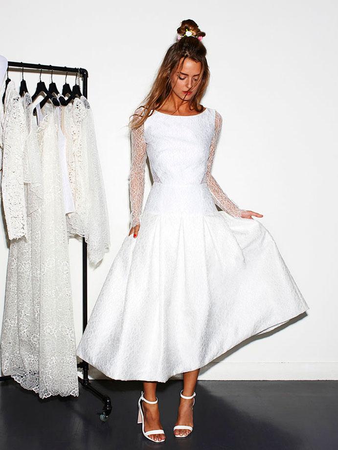 vestidos-cortos-de-novia-www-weddingpassion-es-rime-arodaky-encaje-mangas-690x-921