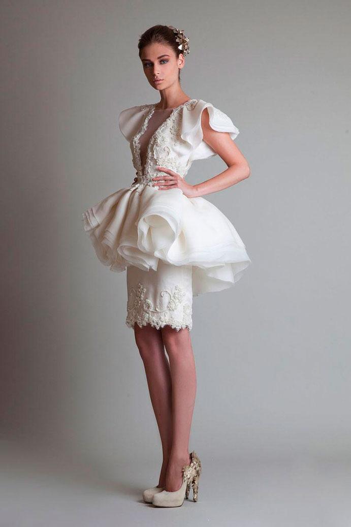 yo-me-caso-con-vestido-corto-de-novia-www-weddingpassion-es-krikor-jabotian-falda-abullonada-691x1037