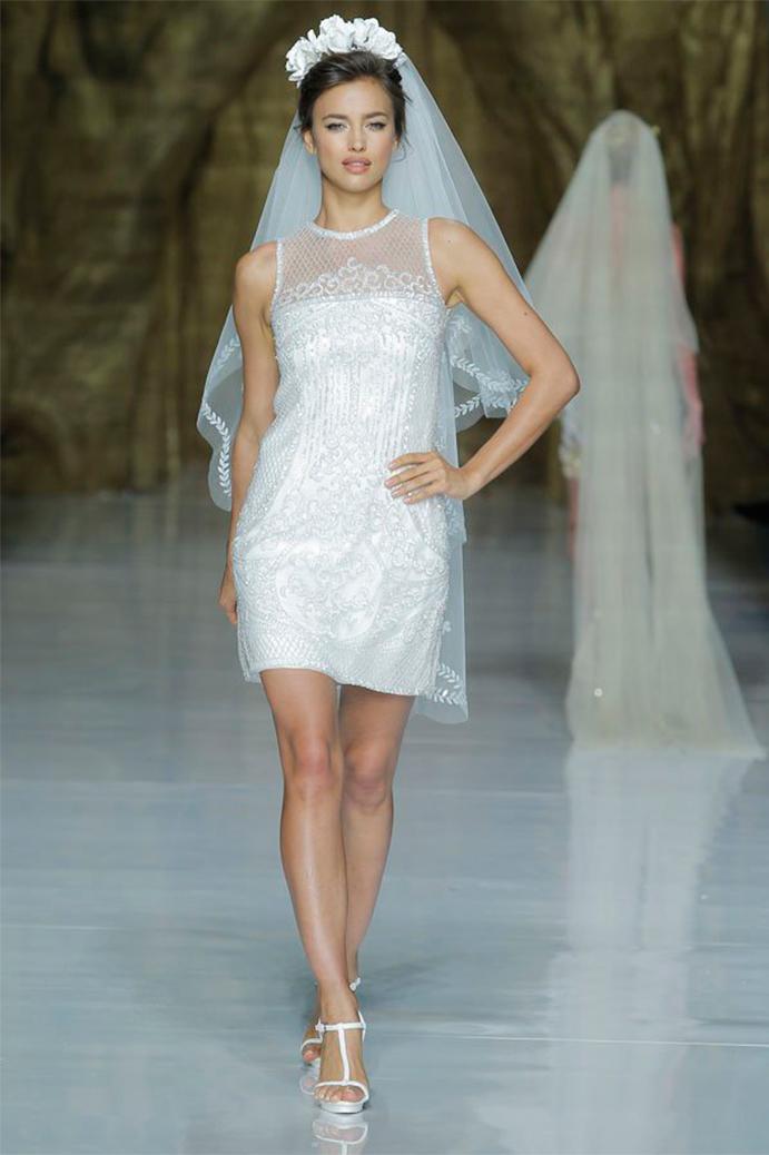 yo me caso con vestido corto de novia www-weddingpassion-es-pronovias-velo-691x1038
