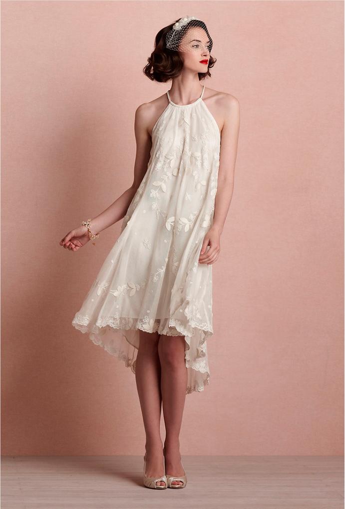 yo me caso con vestido corto de novia www-weddingpassion-es-via-pinterest-vestido-tirantes-corto-velo-cara-691x1018