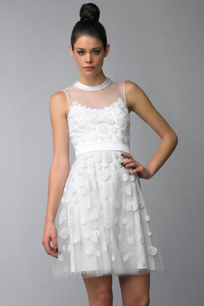 yo-me-caso-con-vestido-corto-de-novia-www-weddingpassion-es-via-www-revolveclothing-es-691x1037