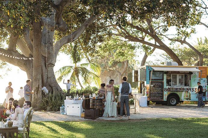 foodtrucks-una-boda-sobre-ruedas-weddingpassion-es-stefan-y-audrey-photographers-691-x-460