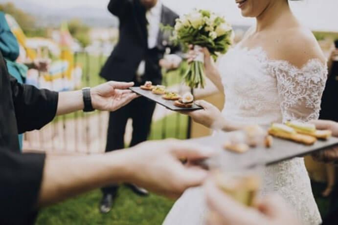food-trucks-una-boda-sobre-ruedas-weddingpassion-es-via-losmolinoshuelva-com-691-x-461