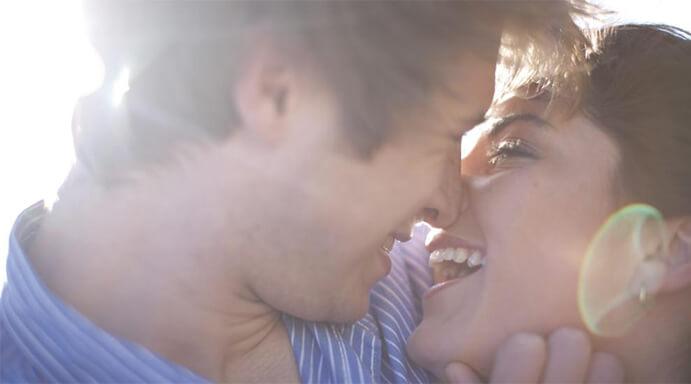Enamorados momentos-que-enamoran-www.weddingpassion.es-miradas-de-amor-y-felicidad-via-Pinterest-691 × 384