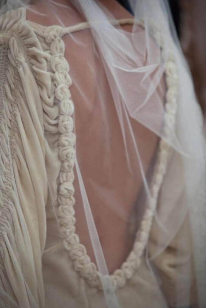 vestidos-de-novia-espalda-abierta-691x1032