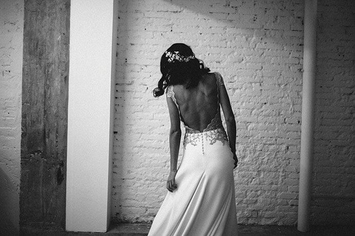 Vestidos-novia-espalda-descubierta-alicia-rueda-691-x-460