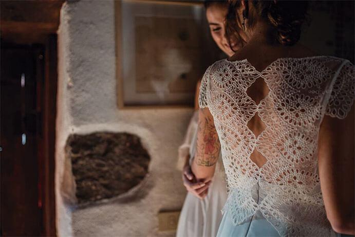 Vestidos-novia-espalda-descubierta-L-Arca-Barcelona-691-x-461