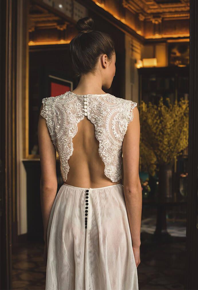 Vestidos-novia-espalda-descubierta-marta-Marti-691-x-1012