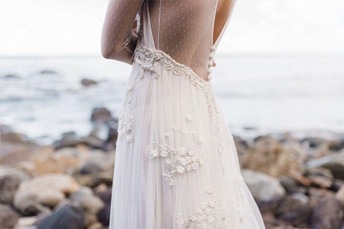 Vestidos-novia-espalda-descubierta-Martina-Dorta-691-x-461