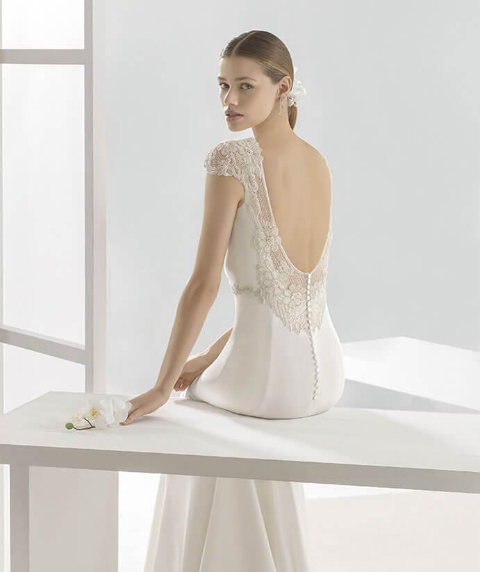 Vestidos-novia-espalda-descubierta-Rosa Clara-691-x-823