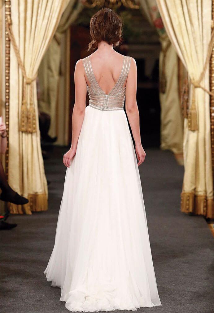 Vestidos-novia-espalda-descubierta-Santo Costura-691-x-1012