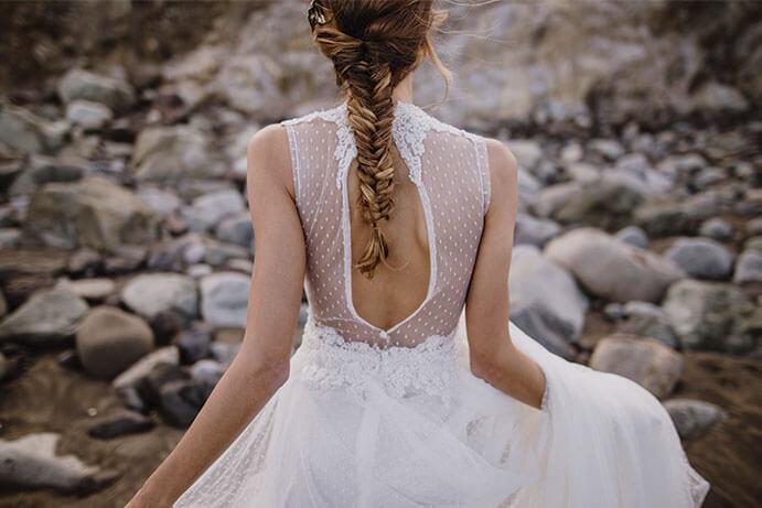 Vestidos-novia-espalda-descubierta-vestido-Martina-Dorta-691-x-461