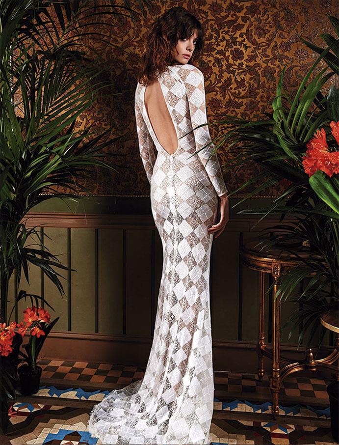 Vestidos-novia-espalda-descubierta-Yolan-Cris-691-x-906