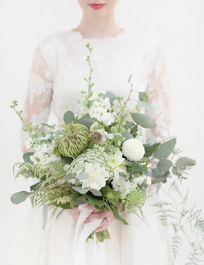 flores-blancas-para-novias-691x900